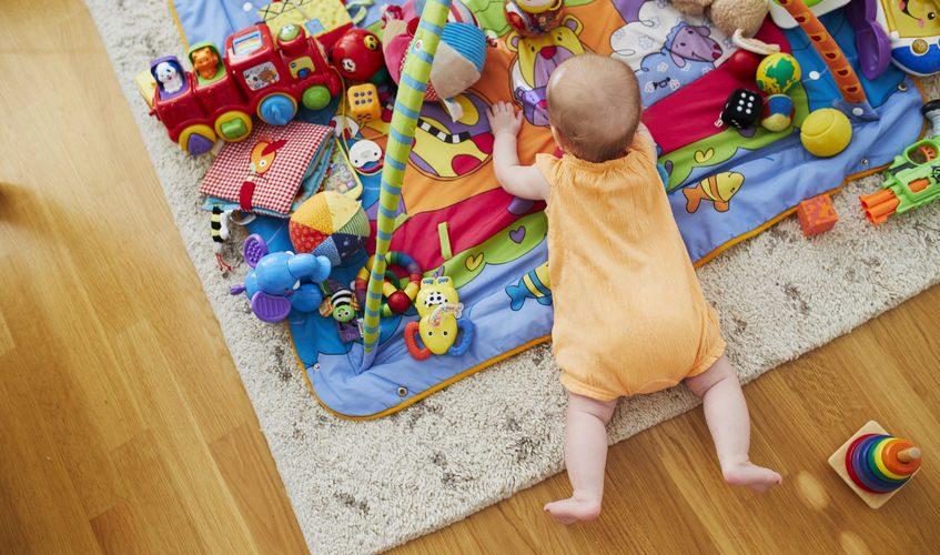 Table et tapis d'éveil à partir de quel âge